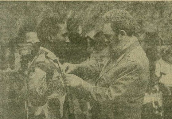 capitaine Thomas Sankara decore par Fidel castro