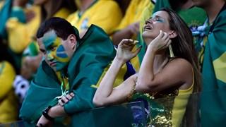 Tristesses et pleurs des supporters brésiliens après l'écrasante victoire de l'Allemagne