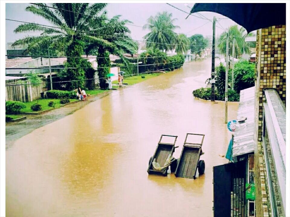 Après les violentes pluies, Abidjan est sous les eaux